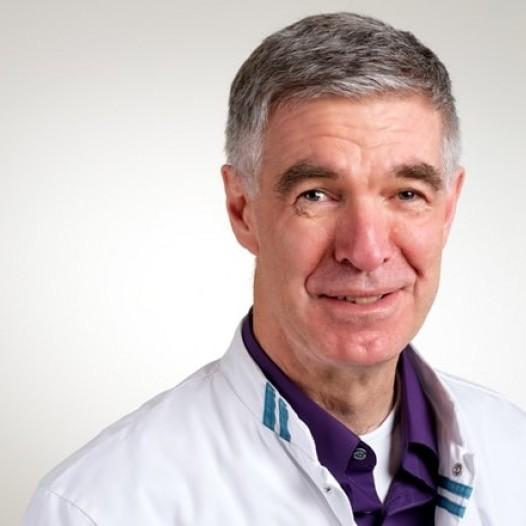 Portret prof. dr. Hans van der Hoeven